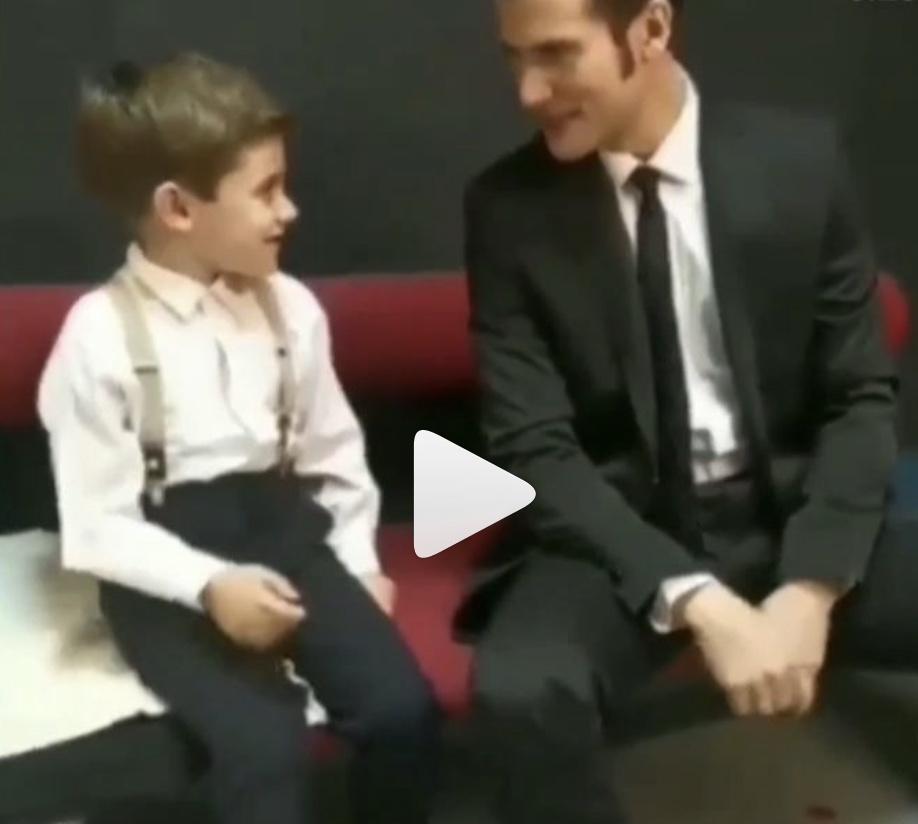 Άγριες Μέλισσες: Ο Νικηφόρος τραγουδά με τον μικρό Σέργιο τον Μπόμπ Σφουγγαράκη (Βίντεο)